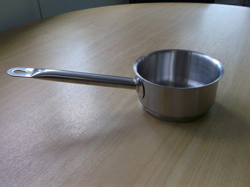 Saucepan 5L, 24cm dia. with a aluminium sandwhich base 5mm thick and induction ready.